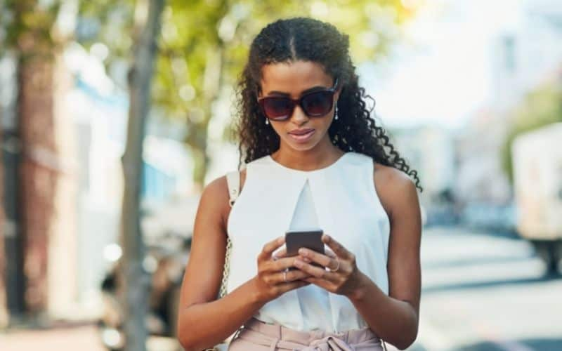 girl using a mobile app to cash personal checks